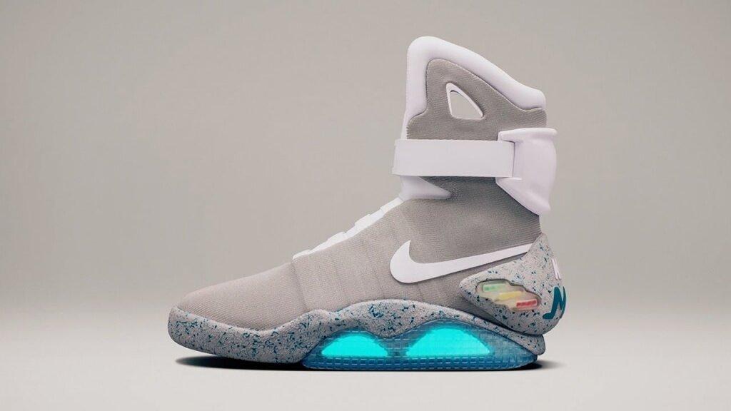 Nike выпустила кроссовки с автошнуровкой, как в фильме «Назад в будущее-2»